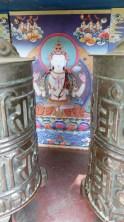 Détail de décor derrière chaque moulin à prière