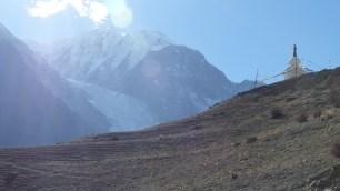 Vue sur le glacier du Gangapurna et le Stupa qui surplombe le village