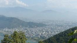Vue sur Pokhara (255000 habitants en 2011)