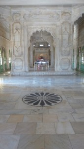 L'intérieur en marbre blanc