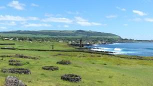 A l'arrière plan, l'unique ville de l'île: Hanga Roa
