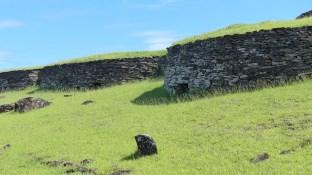 Les maisons en pierre empilée du site d'Orongo
