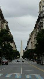 L'obélisque, vu depuis la Plaza de Mayo