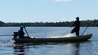 Pêcheurs sur le Rio Preguiças