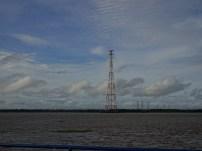 L'électricité traverse le fleuve