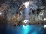 La couleur de l'eau est incroyable