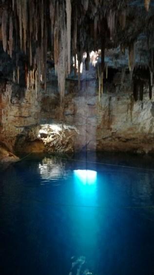 Le fond est à plusieurs dizaines de mètres sous la surface...