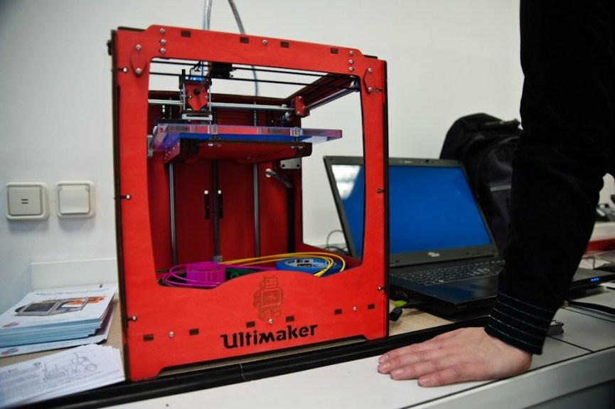 L'Ultimaker, une autre imprimante 3D développée au Protospace, le fab lab d'Utrecht aux Pays-Bas.- Photo Ophelia Noor pour Owni