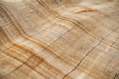 La peau mature présente une sécheresse et tiraillement, manque d'élasticité et de confort, possibilité de boutons