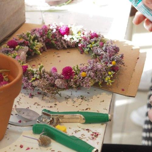 Atelier couronne murale de fleurs séchées – Mercredi 22 Juillet