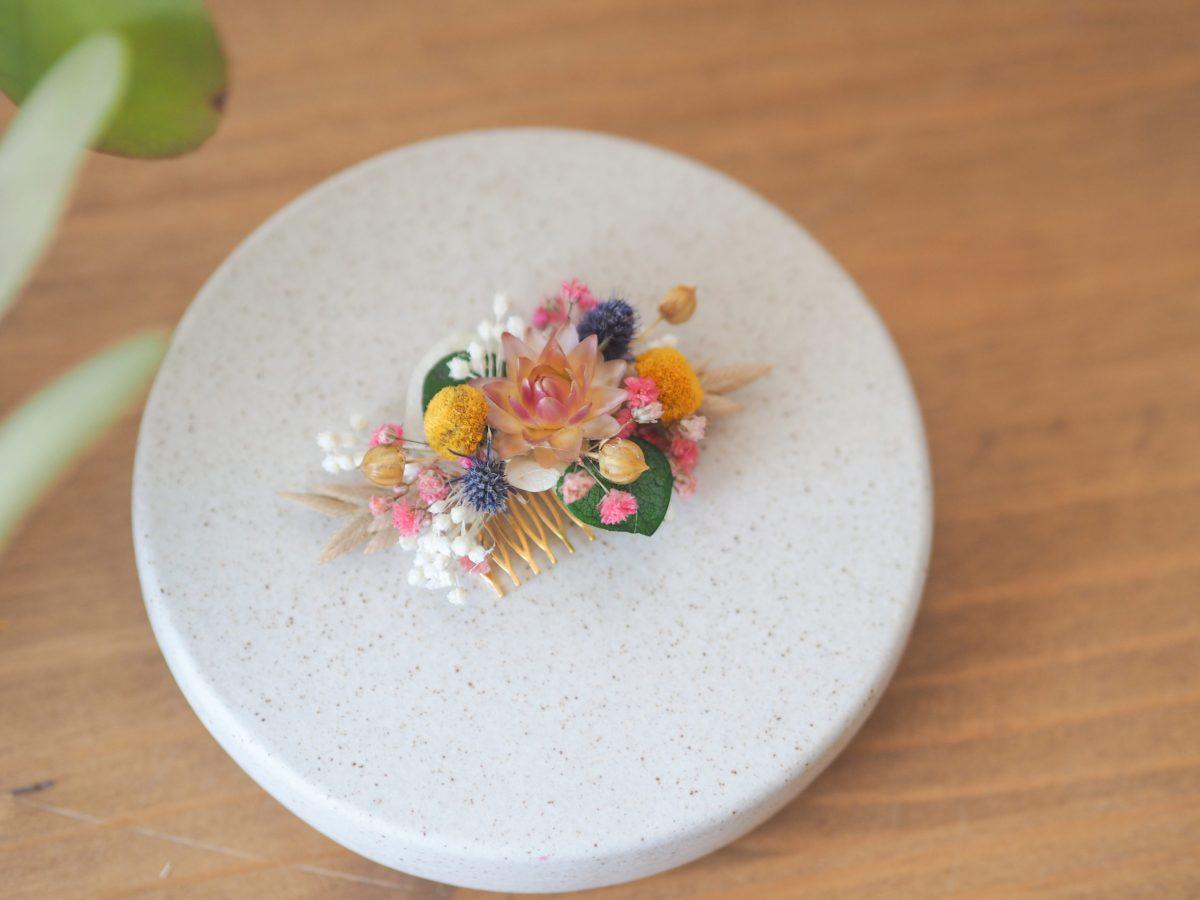 mini-peigne jaune rose blanc
