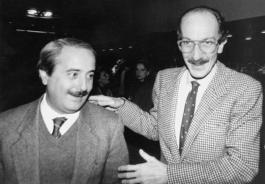 Avec juge Giuseppe Ayala (Frame - Archive Courier)
