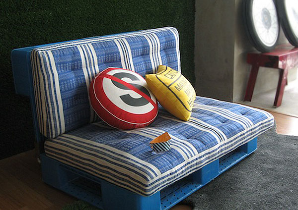 Čudoviti kavč iz palet (vir: recyclart)
