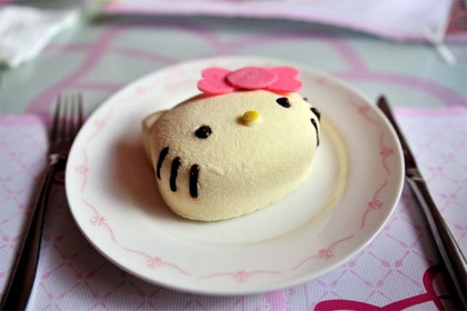20110724_hello-kitty-cake.jpg