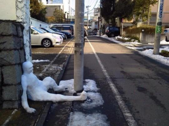 Nuit difficile pour ce bonhomme de neige.
