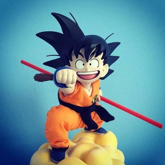 San Goku nuage figurine