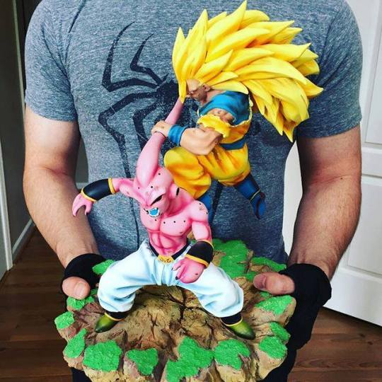 San Goku vs Buu figurine