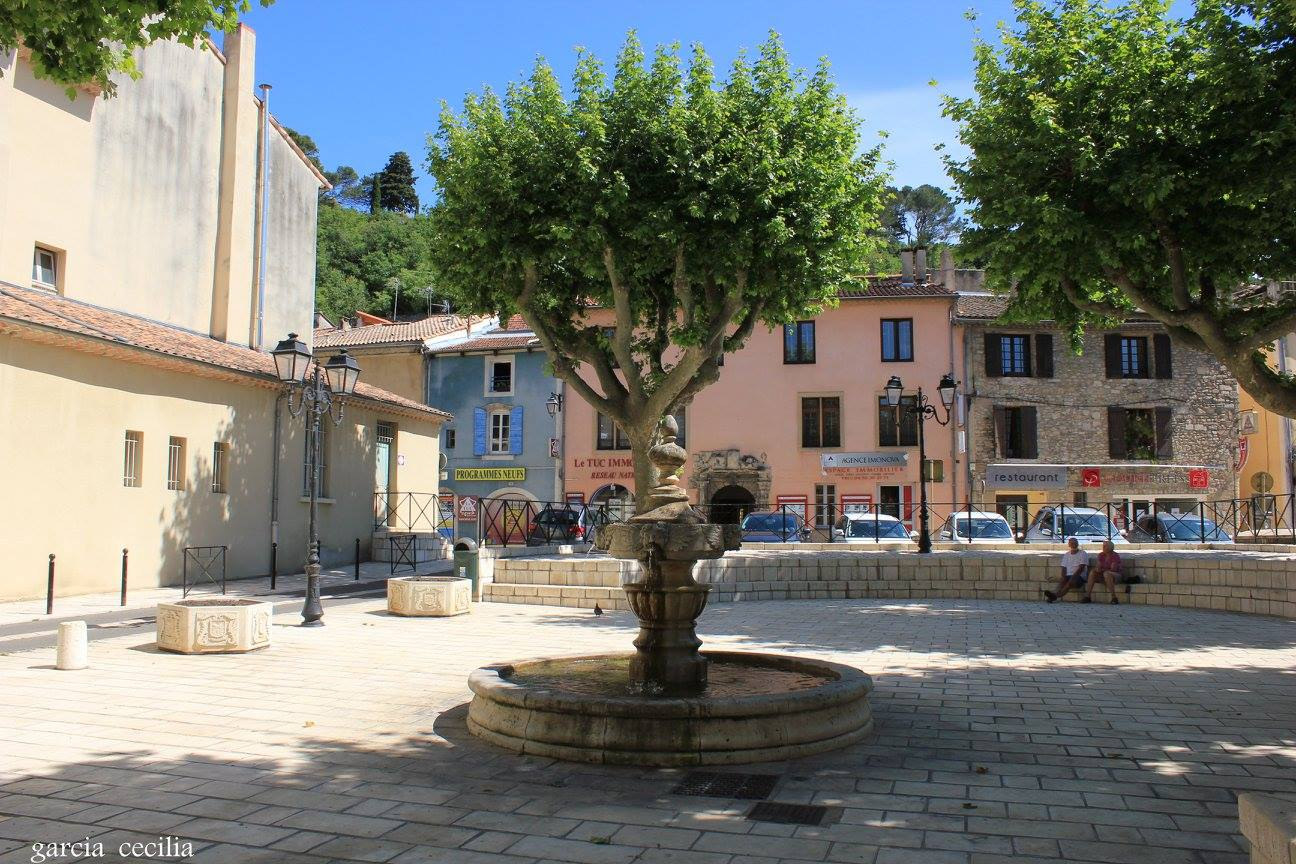 Avant votre séjour en Provence découvrez Orange en photo. Place Sautelle