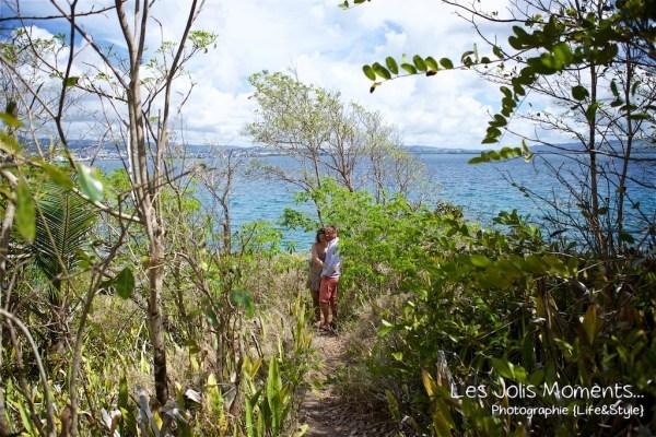 Seance grossesse dans des friches de Martinique 13