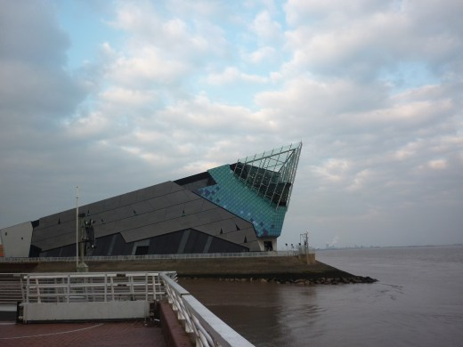 The Deep and the entrance to the River Hull