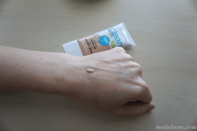 Covergirl-Clean-Matte-BB-Cream-Light-swatch