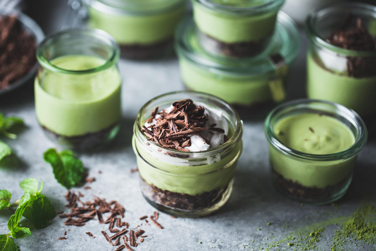 no-bake matcha mint grasshopper pies in jars
