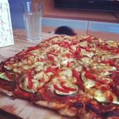 Pizza végétarienne au top