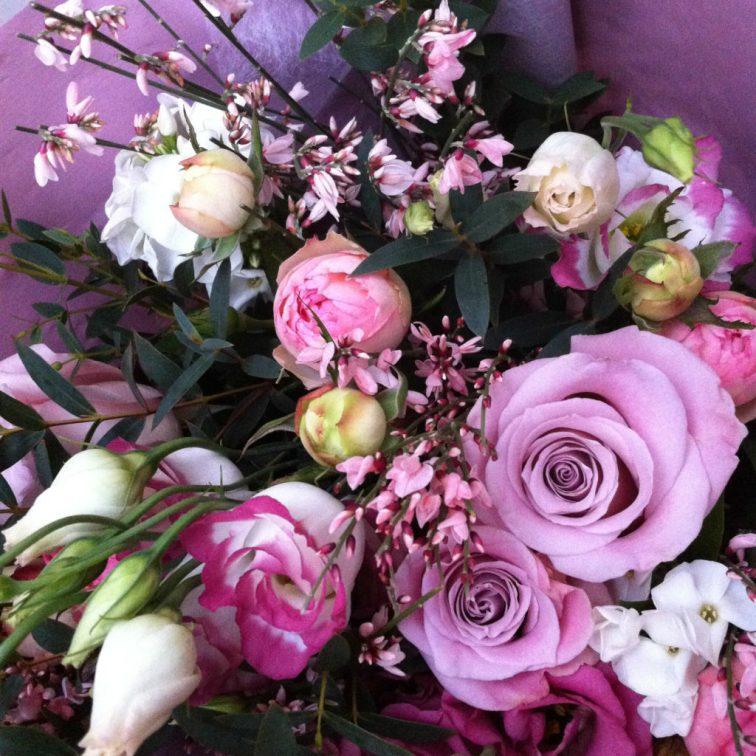 Même sur son lit d'hôpital, mon chéri s'arrange pour me faire parvenir des jolies fleurs.
