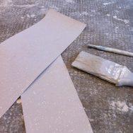 Papier peint et peinture de la poutre