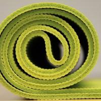 Matériel de yoga pour mini-budget