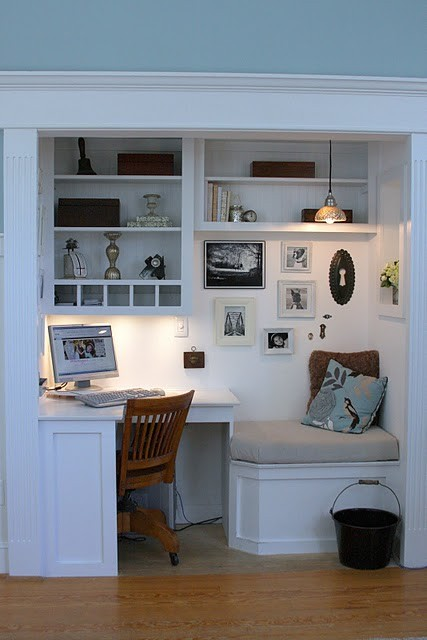 @Built-in Home Office Nook. Image via Whimages