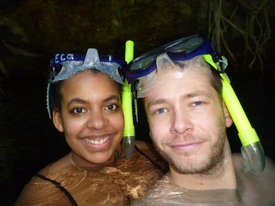 Inès et Jeff en plongée dans un cenote au Mexique