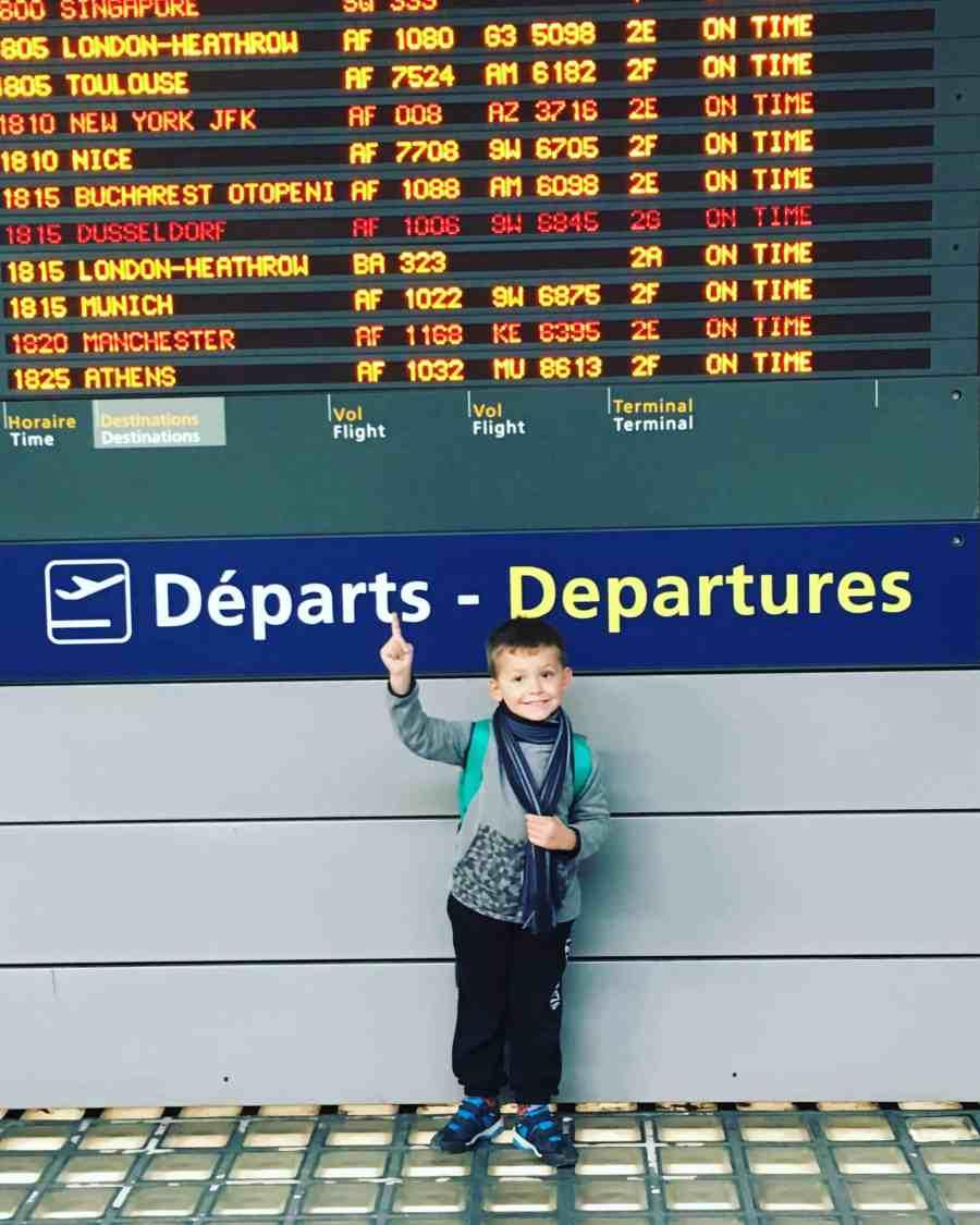Tableau d'affichage des départs d'avion