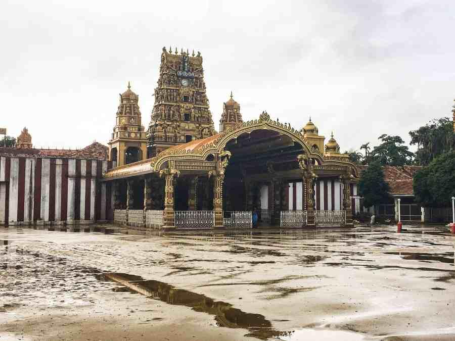 Temple hindou sous la pluie à Jaffna