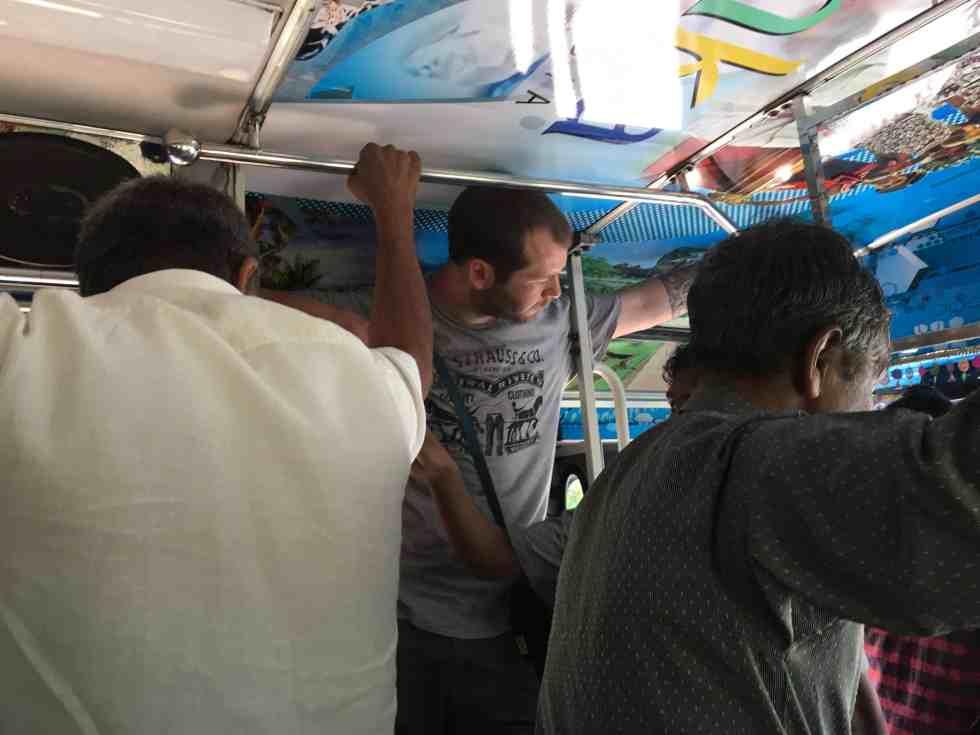 bus bondé jeff est serré
