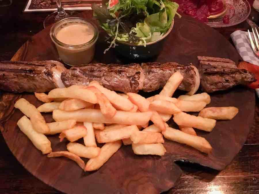 plat-frites-brochette-cuisine-restaurant-passage-bruges