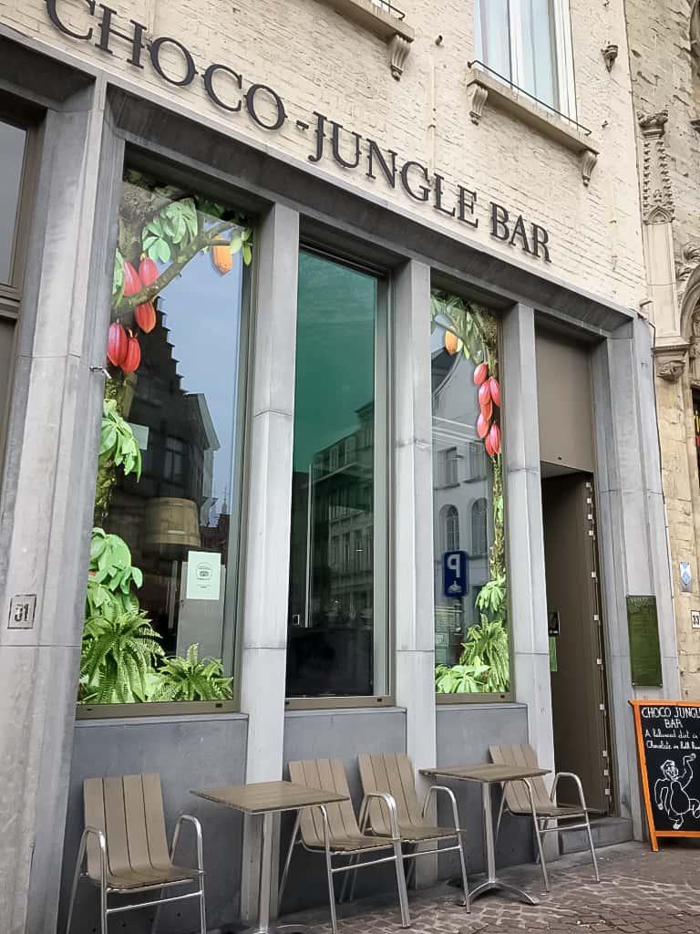 façade-chocojunglebar-salondethe-chocolat-bruges