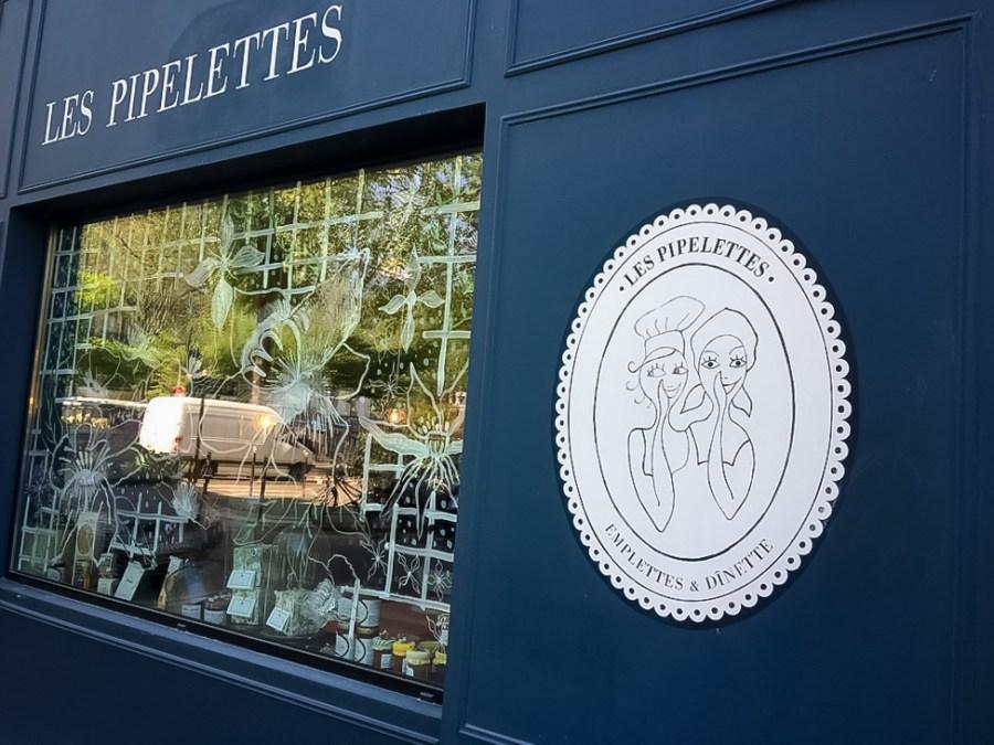 saine-bio-restaurant-paris-vegetarien-pipelettes-decoration-vintage-façade-bleu