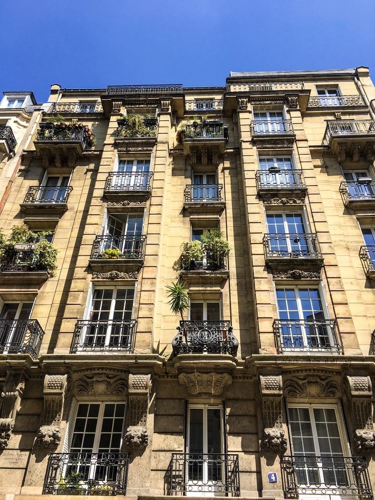 architecture-paris-façade-verdure-balcon