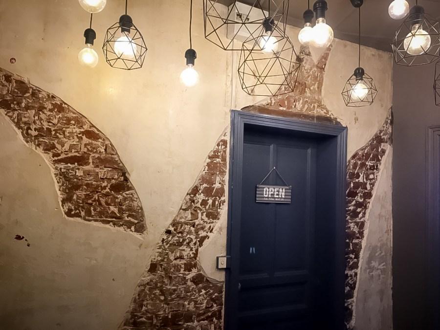 décoration-vintage-industrielle-lumière-brique-porte-gerdan-lens-barbershop