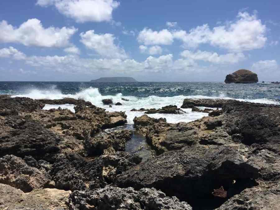 pointe des châteaux-caraibes-guadeloupe-mer-sable-plage-rochers
