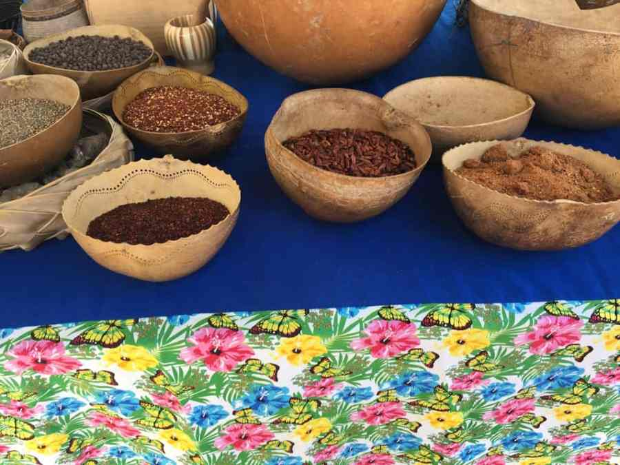 marché-sainte anne-guadeloupe-caraibes-epices-plage