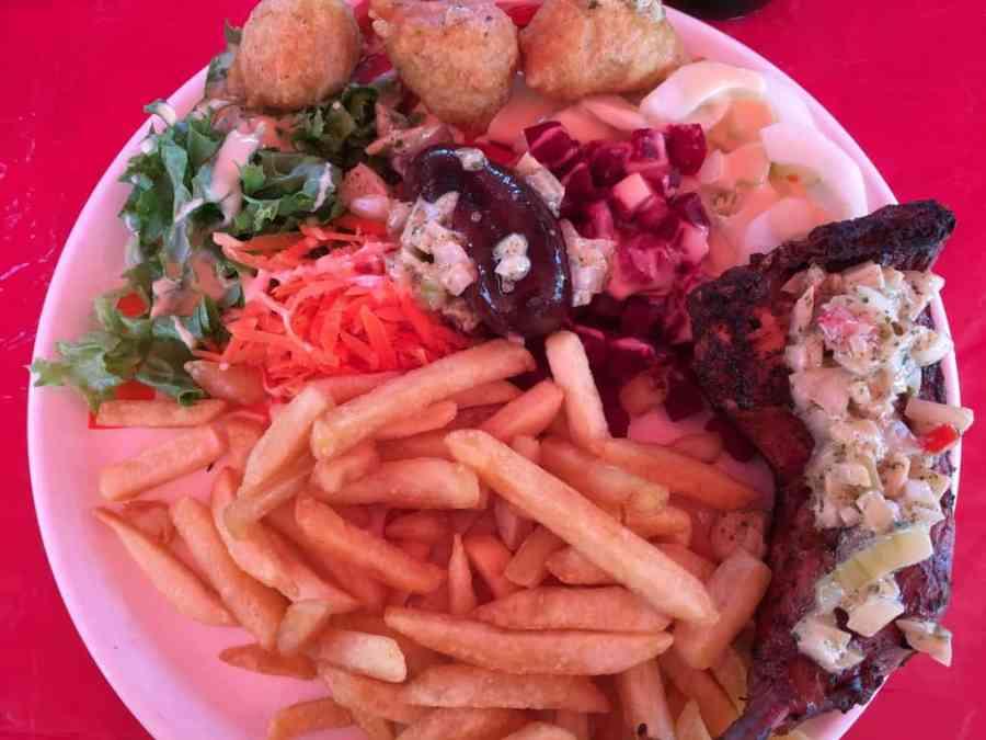 plat-cuisine-guadeloupe-sainte anne-foodtruck-accras-poulet-epices