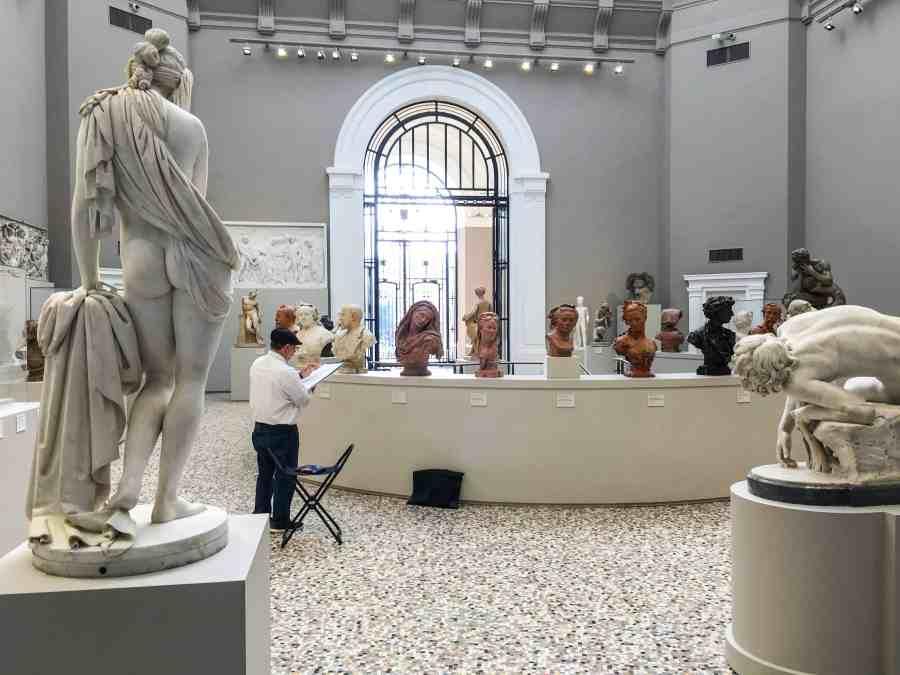 valenciennes-hainaut-visites mystères-autour du louvre lens-musee-beaux arts-place-carpeaux-dessinateur-visiteur