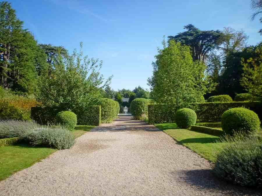 chateau-cheverny-loire-moulinsart-jardin