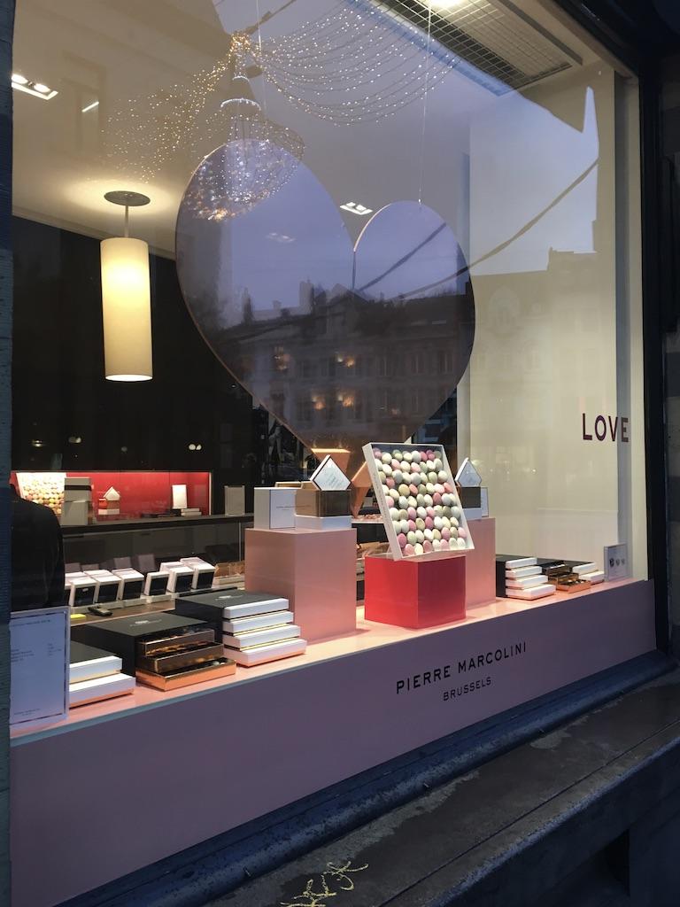 bruxelles-escapade-citytrip-marcolini-gaufres-patisserie-vitrine-boutique