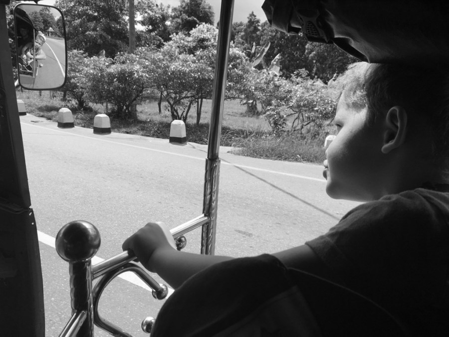 Axel en tuk tuk à Anuradhapura