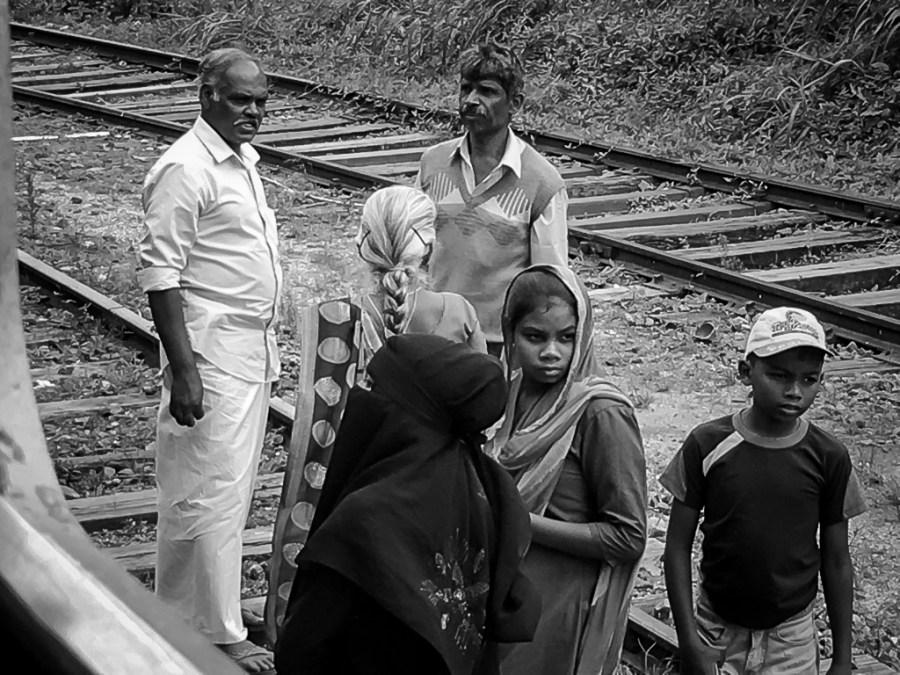 Traverser les voies ferrées au Sri Lanka est normal