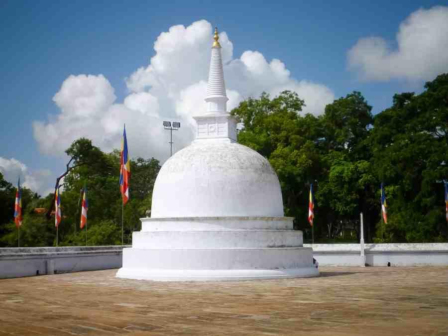 Mini stupa à Ruwanwelisaya