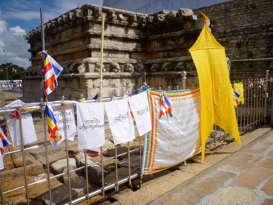 Entrée de la dagoba de Ruwanwelisaya au Sri Lanka
